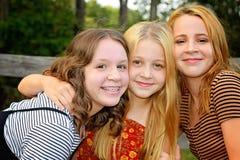 Drei Schwestern zusammen stockfotos