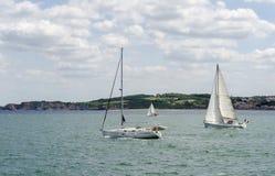 Drei Segelboote lizenzfreie stockfotos