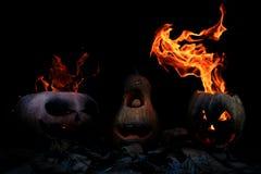 Drei sehr furchtsam und gefährliche Halloween-Kürbise, mit einer Drohung Stockfotografie