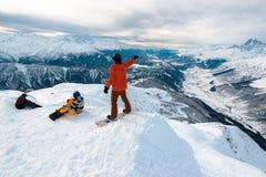 Drei Snowboarder haben einen Rest Lizenzfreie Stockfotografie