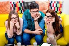 Drei Sonderlinge auf der Couch Stockbilder