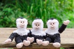 Drei Spielzeugaffen Lizenzfreie Stockfotos