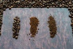 Drei Stadien von Kaffeelinien trennen sich Von Korn zu Lösliches Stockfotografie