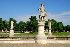 Drei Statuen in der Insel Memmia in Prato-della Valle in Padua im Venetien (Italien) Lizenzfreies Stockbild