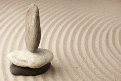 Drei Steine im Sand Stockfotos
