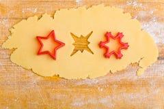 Drei Sterne im Plätzchenteig Lizenzfreie Stockbilder