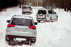 Drei SUVs im Wald im Winter in der Sammlung Lizenzfreie Stockfotos
