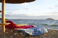 Drei Tücher auf dem Strand Stockfotografie