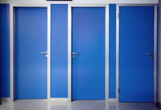 Drei Türen geschlossen Stockbild
