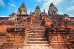 Drei Türme und lange Treppe des alten Tempels in Angkor kambodscha stockbilder