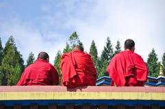 Drei tibetian Lamas am Ramtek Kloster Lizenzfreies Stockbild