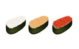 Drei Tobiko Roe Sushi auf weißem Hintergrund Stockbild