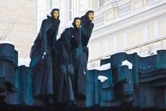 Drei Umgangsformen auf dem Dach des drastischen Theaters zur Winterzeit, Vilnius Stockbilder