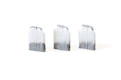 Drei unbenutzte Teebeutel lokalisiert auf weißem Hintergrund Stockfotografie