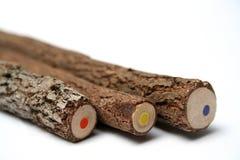 Drei ungewöhnliche Bleistifte mit einem mehrfarbigen Kern Stockfoto