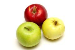 Drei verschiedene farbige Äpfel stockbilder