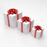 Drei weiße Geschenkkästen Stockfotografie