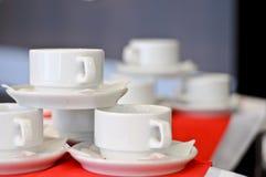 Drei weiße Porzellanteecup lizenzfreie stockfotografie