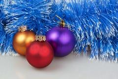 Drei Weihnachtsbälle Stockfotografie