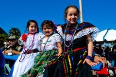 Drei wenig grils im Kostüm an den Charro Tagen Lizenzfreie Stockfotos