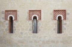 Drei Windows in Folge Lizenzfreie Stockfotos