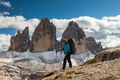 Drei Zinnen и женский hiker Стоковые Изображения RF