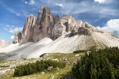 Drei Zinnen eller Tre Cime di Lavaredo, Italien fjällängar Fotografering för Bildbyråer