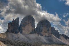 Drei Zinnen i en molnig dag av sommar, Dolomites, fjällängar, Italien Arkivbild