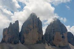 Drei Zinnen i en molnig dag av sommar, Dolomites, fjällängar, Italien Arkivfoto