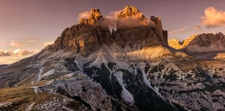 Drei Zinnen lub Tre Cime Di Lavaredo - panoramatic widok od południowej strony Dolomity, Włochy obraz stock