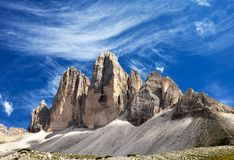 Drei Zinnen o Tre Cime di Lavaredo con la bella nuvola Immagini Stock Libere da Diritti