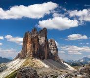 Drei Zinnen o Tre Cime di Lavaredo con la nube hermosa Imagenes de archivo