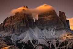 Drei Zinnen o Tre Cime di Lavaredo - vista dal lato sud, esposizione lunga Dolomia, Italia immagine stock libera da diritti