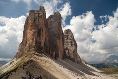 Drei Zinnen oder Tre Cime di Lavaredo mit schönem Himmel Stockbilder