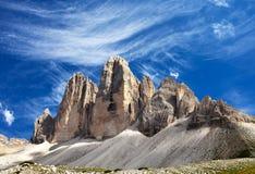 Drei Zinnen ou Tre Cime di Lavaredo com nuvem bonita Imagens de Stock Royalty Free