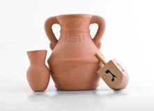 Dreidel und Schmieröl-Krug Lizenzfreies Stockfoto