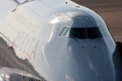 DREIECK Boeing 747 am NARITA-FLUGHAFEN Lizenzfreie Stockbilder