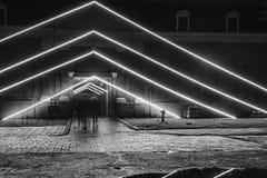 Dreiecke des Lichtes vor dem Eingang des See-Musen lizenzfreies stockfoto