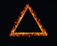 Dreieckfeuer flammt Rahmen auf Schwarzem Stockbild