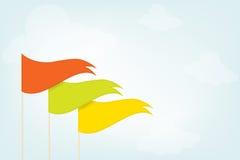 Dreieckige Flaggen im Himmel Stockfoto