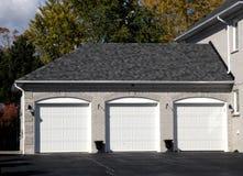 Dreifache Garage Stockfoto