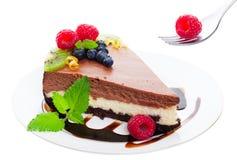 Dreifacher Schicht-Schokoladen-Käsekuchen lizenzfreies stockfoto