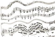 Dreifacher und Bassschl?ssel mit Melodienanmerkungen ?ber wei?en Hintergrund stockfoto