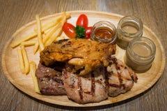 Dreifaches Steak-Rindfleisch-Schweinefleisch-Huhn Stockbilder