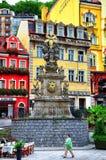 Dreifaltigkeitssäule-Pestsäule in Karlovy Vary, Tschechische Republik lizenzfreies stockfoto