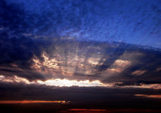 Dreigende zonsopgang Royalty-vrije Stock Afbeeldingen