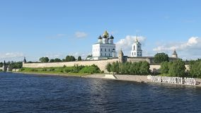 TheÂ-Dreiheits-Kathedrale, Pskov Krom Timelapse stock footage