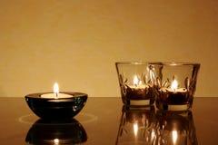Dreimal eine Kerze und ein Kerzenhalter Lizenzfreie Stockfotos