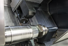Drejbänk CNC-malning Royaltyfria Foton