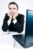 dremaing他的办公室认为的工作的生意人 库存照片